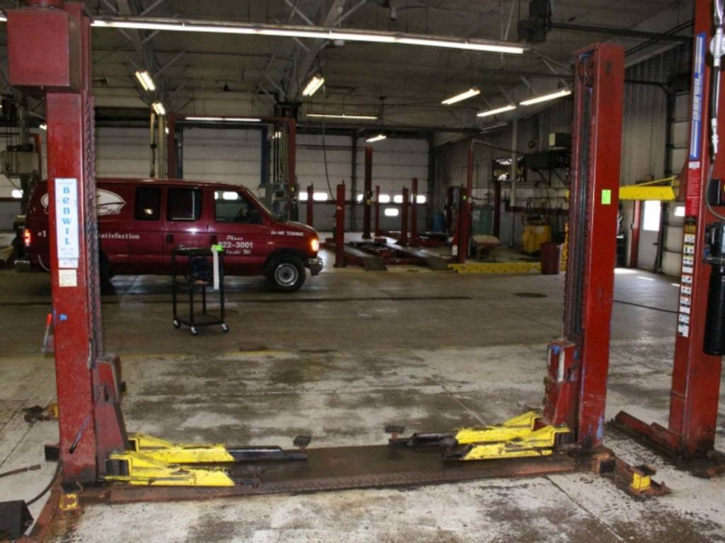 In Ground Auto Lift : Benwil tp outrigger above ground vehicle lift